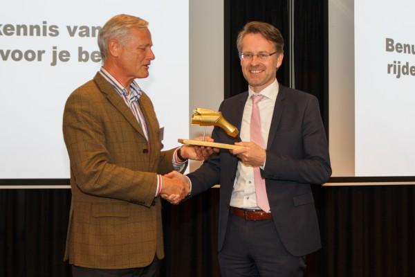 Gemeente Zoetermeer wint gouden stekker 2017 voor innovatief laadpalenbeleid